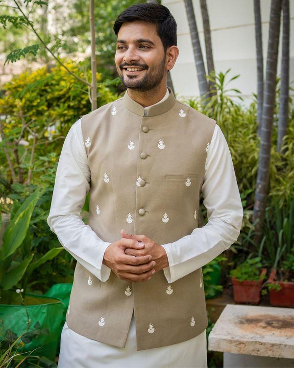 Grey embroidered nehru jacket with off white kurta and pyjama - set of 3 1