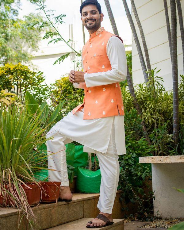 Tangerine embroidered nehru jacket with off white kurta and pyjama - set of 3 3