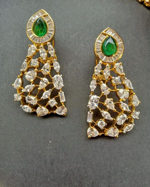 Green kundan and stone studded neckpiece with earrings - set of two 2