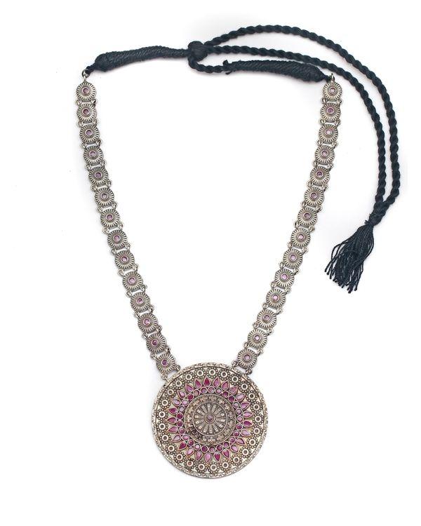 Rounded pattern brass neckpiece 2