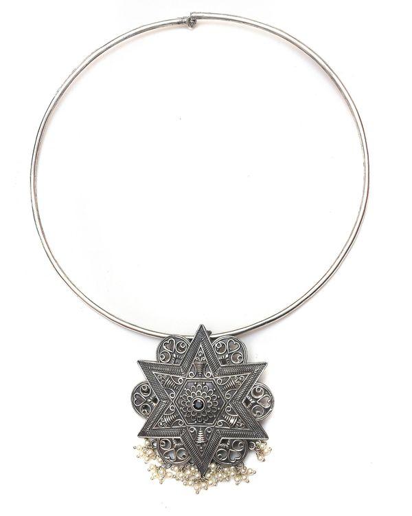 Star engraved neckpiece 1