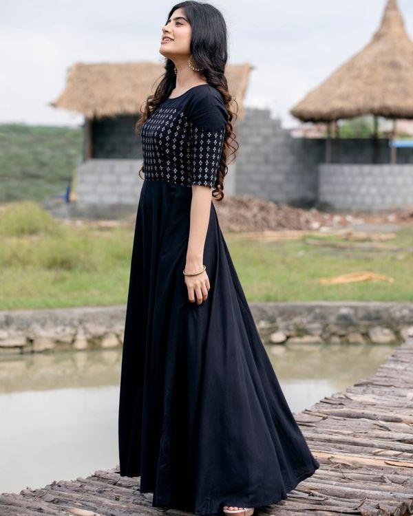 Black flared yoke printed dress 4