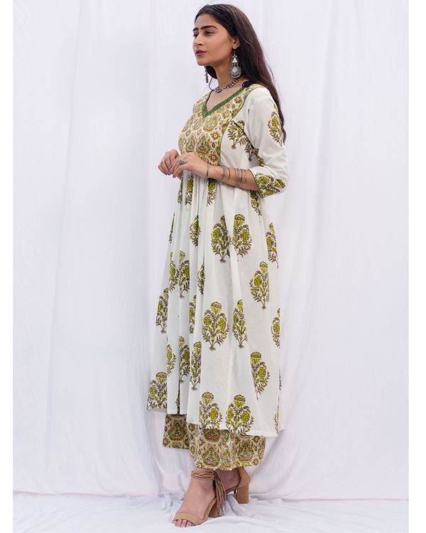 Green jhaalar kurta and jaal hand block printed palazzo with cotton chanderi kota dori duppatta - set of three 2