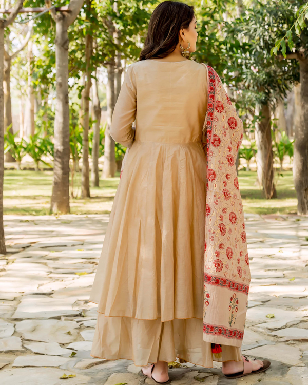 Beige hand embroidered layered kurta with dupatta - set of two 4