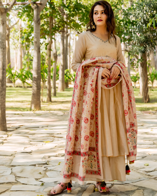 Beige hand embroidered layered kurta with dupatta - set of two 3