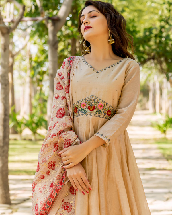 Beige hand embroidered layered kurta with dupatta - set of two 1