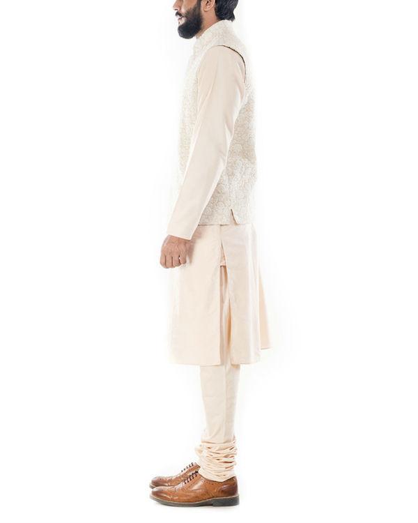 Cream dori embroidery jacket 1