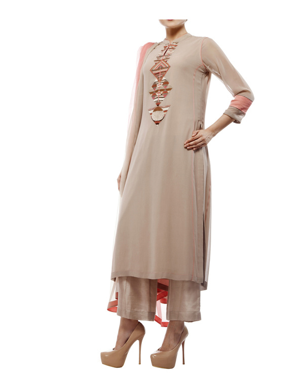Kurta with front embroidered placket, comes with palazzos chiffon dupatta 3