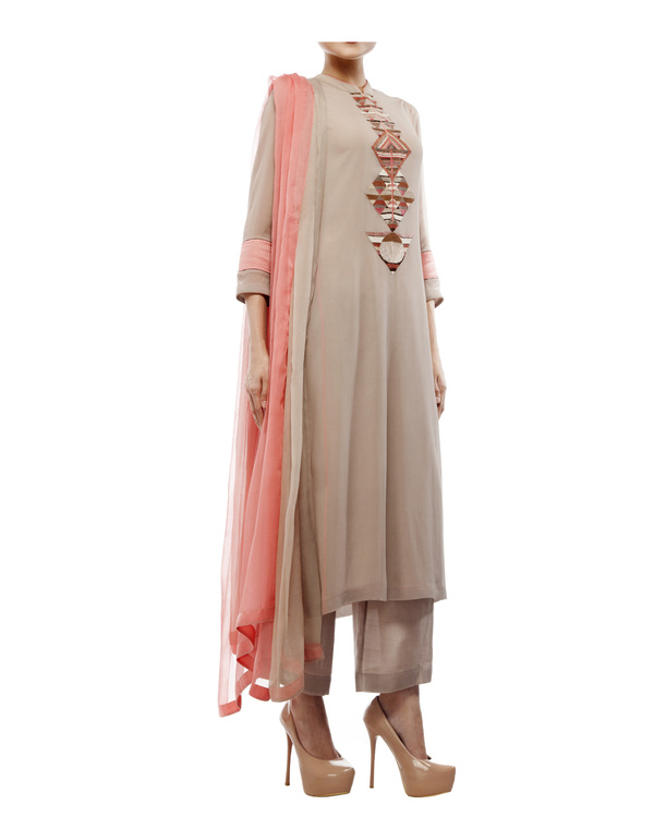 Kurta with front embroidered placket, comes with palazzos chiffon dupatta 4