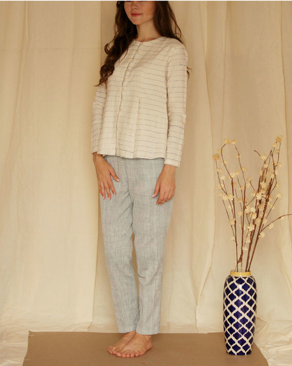 Streaked off-white flared top 1