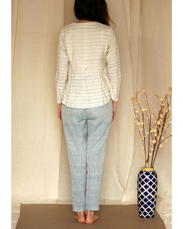 Streaked off-white flared top 3