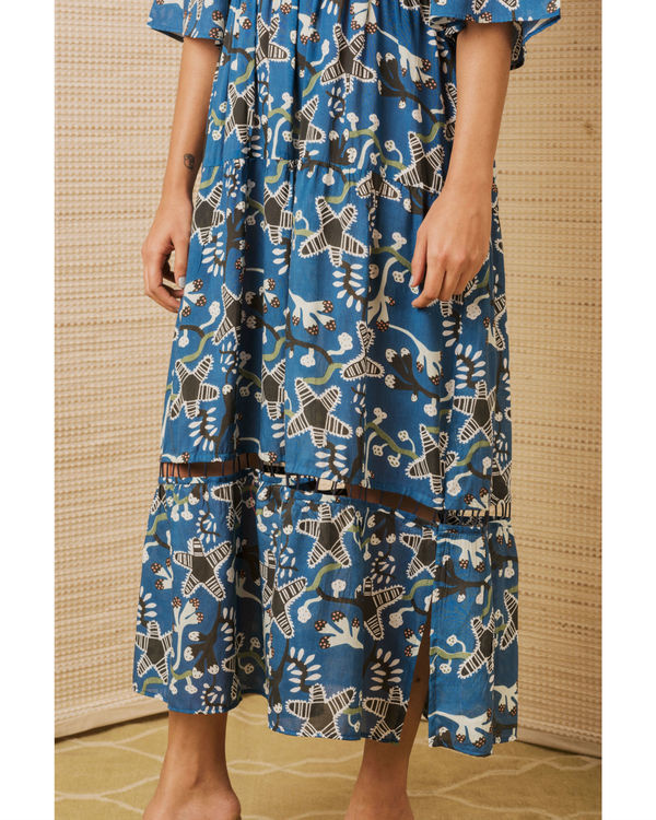 Tiered dress in starfish print 2